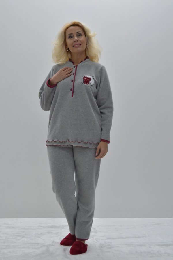 Pijama bordado mocho