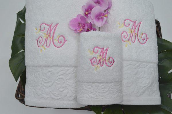 Jogo de banho com barra jacquard floral e monograma bordado branco
