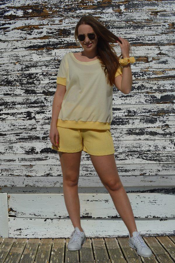 Conjunto de T-shirt e calção, Amarelo