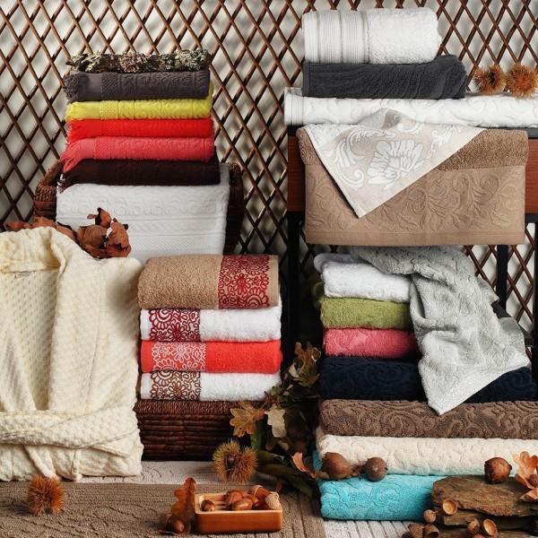 Gama de artigos em felpo – vários designs e qualidades. Toalhas de rosto, lençóis de banho e spa, saídas de banho e roupões.